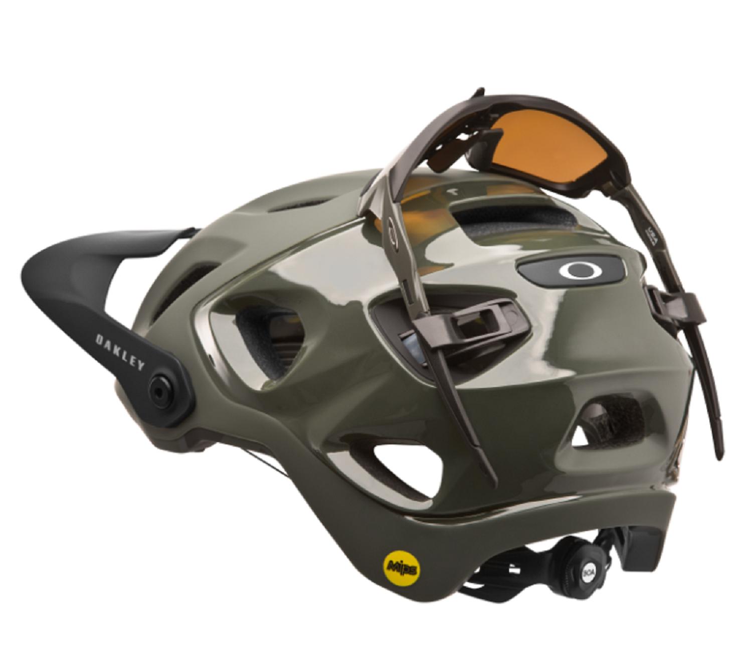 8449e9f9ebb39 Oakley s New DRT5 Helmet